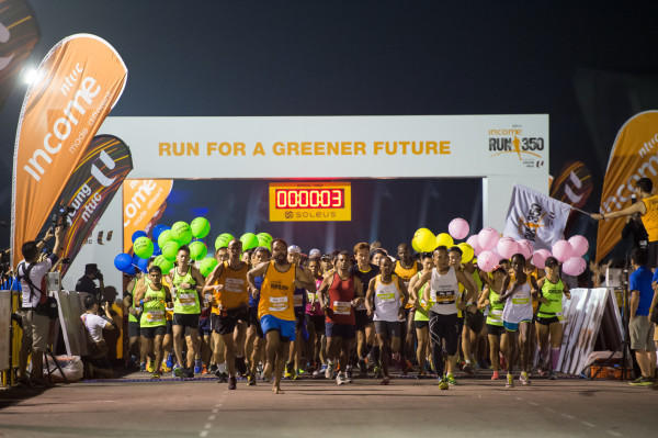 And the 21.1km runners are off! Photo: RUN350