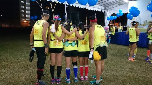 Pacer pose for a photo before the run. (Photo: Oh Li Ling).