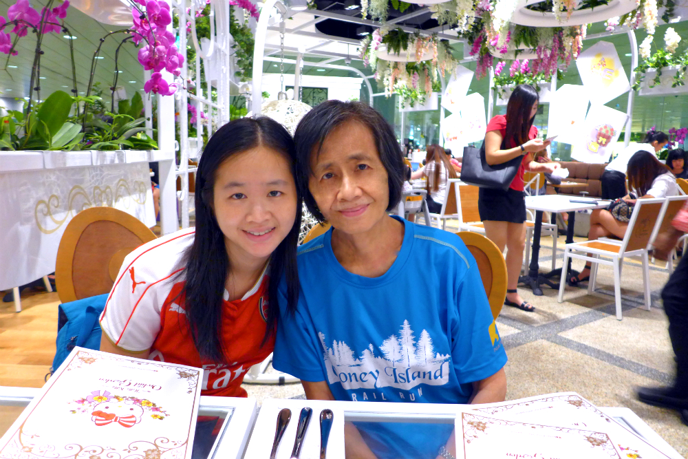 With my mum at the cafe.