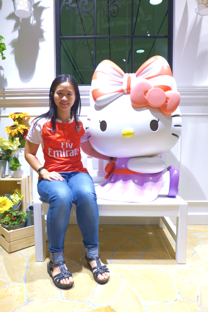 I had to have a photo with the Hello Kitty statues.