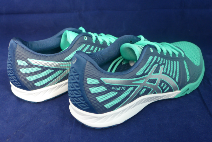 The shoes are lightweight and comfortable to wear.