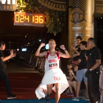 """Stu advises runners not to """"bank time"""" in the early stages of the Marathon. Photo Credit: OSIM Sundown Marathon."""