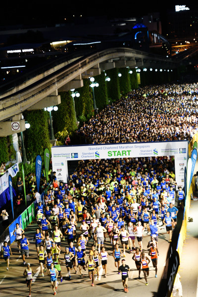 And... the Full Marathon has officially flagged off. (Credit: Race Review: StanChart Marathon Singapore 2014)