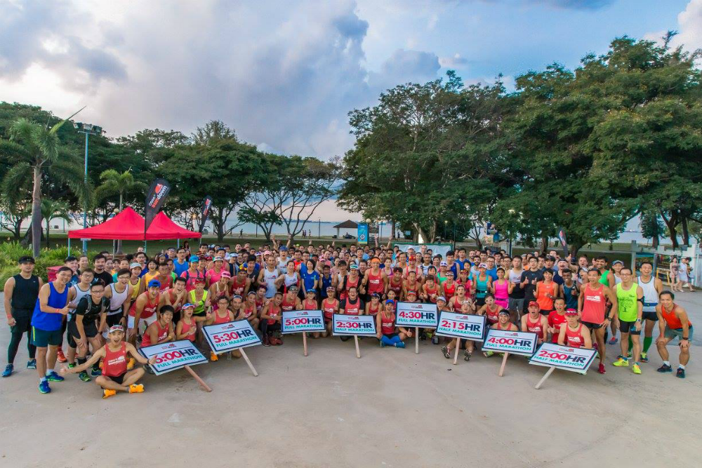 A group photo before the Lead Up Run begins. [Photo credit to OSIM Sundown Marathon]