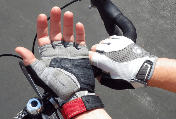 Hand and wrist injuries are common amongst cyclists. Photo by: www.ilovebicycling.com