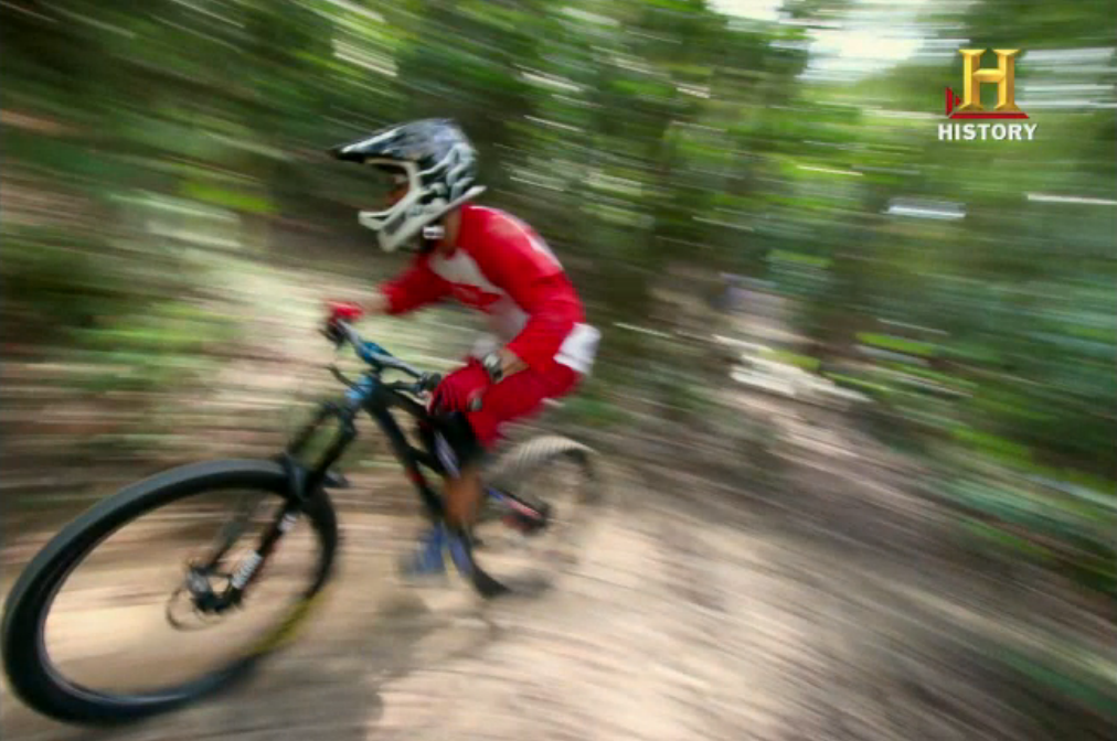 Justin Mott let his pro status show in the third challenge. Here is his photo of mountain bikers. (HISTORY Channel Screen Grab)