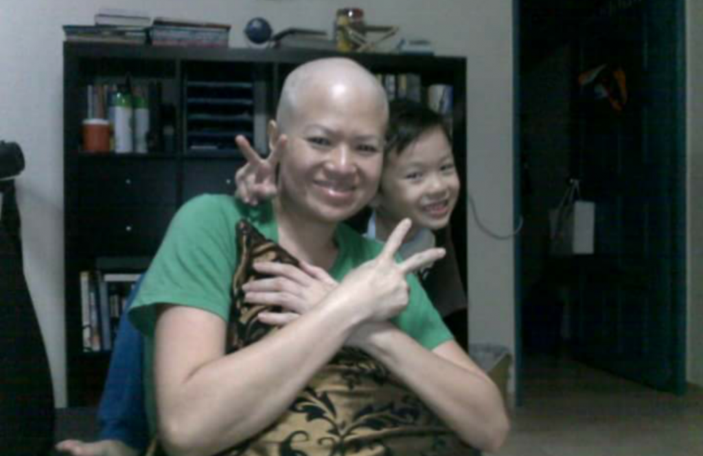 Jessica shaved herself bald just before chemotherapy in August 2010.