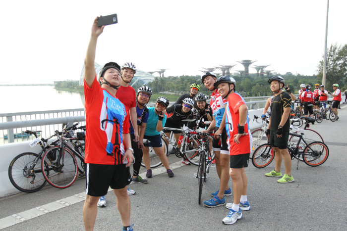 Participants seizing the opportunity to capture a selfie at the vantage points of the scenic OCBC Cycle community rides. (Photo Credit: OCBC Cycle)
