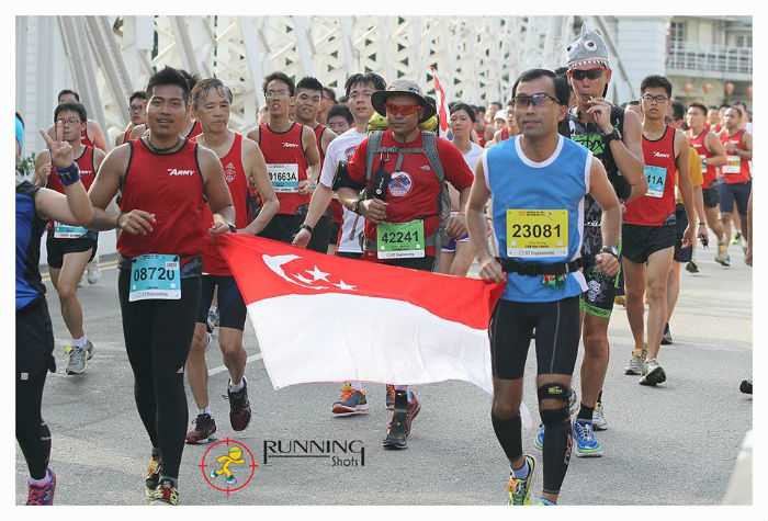 The Singapore Blade Runner (Centre, in red tee shirt) attempts the 21Km race with a 5Kg backpack.