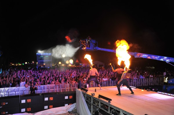 Fire-eaters wow the crowd! Credit: Sentosa.
