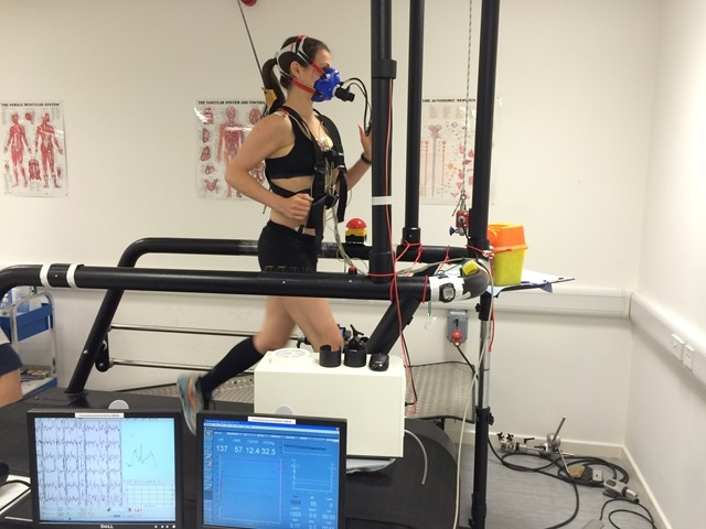 A Runner undergoing a VO2 max test. [Photo from www.annatheapple.com]