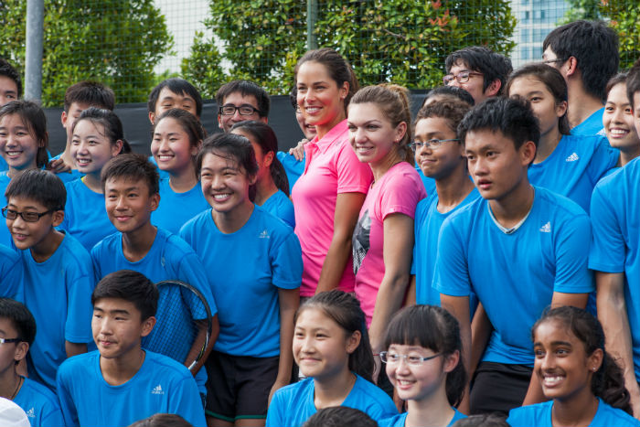 Ivanovic and Halep pose with the Raffles students. (Credit: Adidas Singapore)