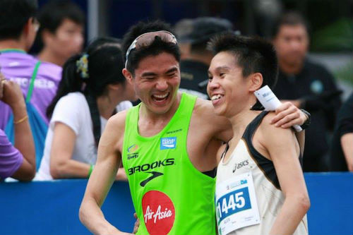 Alex Ong (right) is congratulated by Mok Ying Ren on his great run. (Picture from Alex's Facebook)