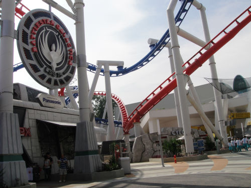 The heart-stopping roller coaster of Singapore's theme park.
