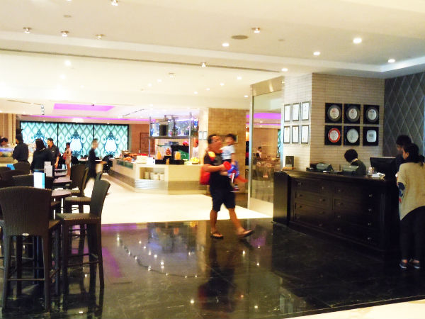 Carousel buffet @ Royal Plaza on Scotts hotel.