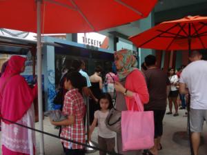 Long queues at the SEA Aquarium.