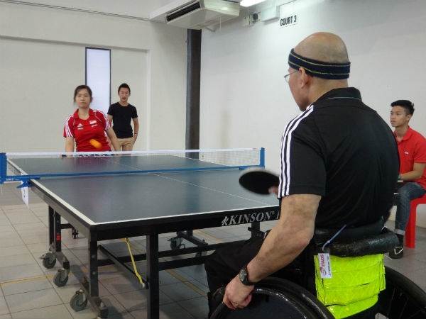 Dr William Tan sparring with his Round of 16 opponent.
