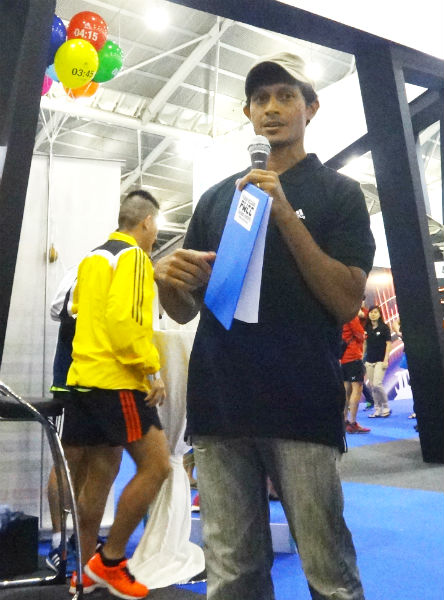 Fabian Williams speaks to runners at the SCMS race expo.