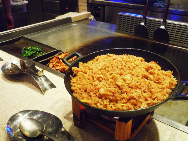 Steaming hot and sizzling fried rice, served with prawns, teriyaki chicken and spinach.