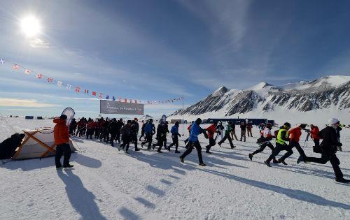 The challenging Antarctica Ice Marathon. (Taken from amandabarlow.net)