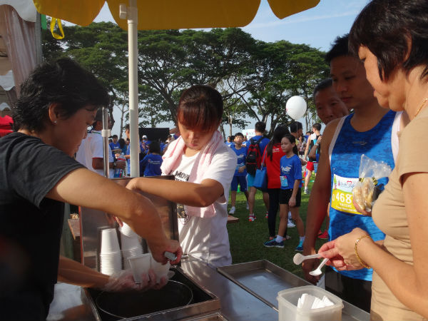 Runners snacking on ice cream after Run For Life.