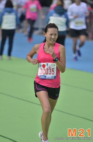 Neo Jie Shi sprints to the finishing line at the Standard Chartered Hong Kong Marathon.