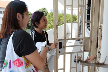 Volunteers deliver food goodie bags to needy residents in Jalan Kukoh. (Credit: VSB & SKM).