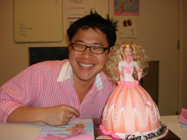 Jian Yang with a Barbie doll cake. (Reproduced from Jian Yang's Facebook)