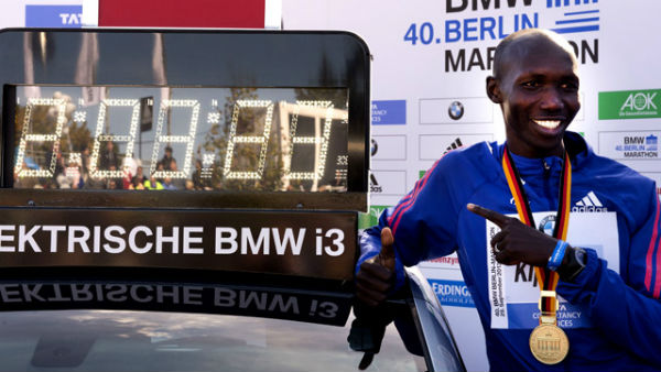 Kenyan athlete Kispang and his new world marathon record. (Photo from The Guardian).