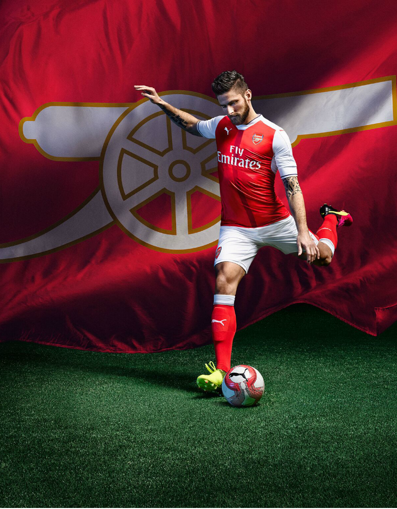Giroud loves the new home kit.