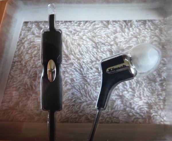Klipsch R6i earphones.
