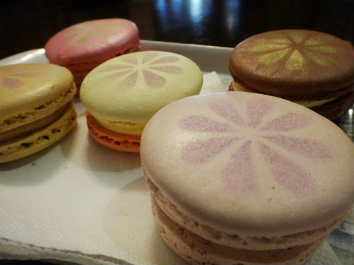 Tasty French macarons galore.