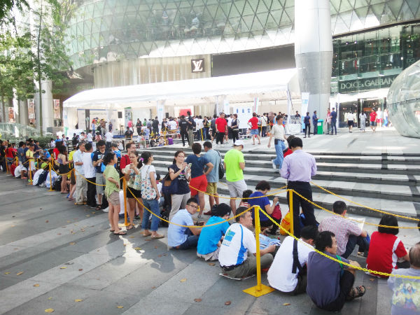 Long queues at the SCMS Marathon registration launch event.