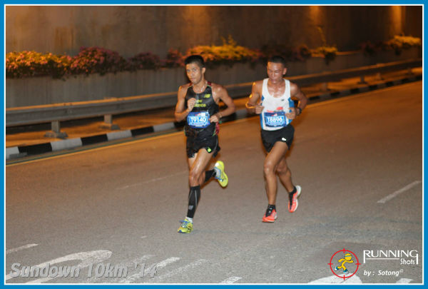 Marcus Ong fighting for position with Jasman Gurung, the third-placed winner.