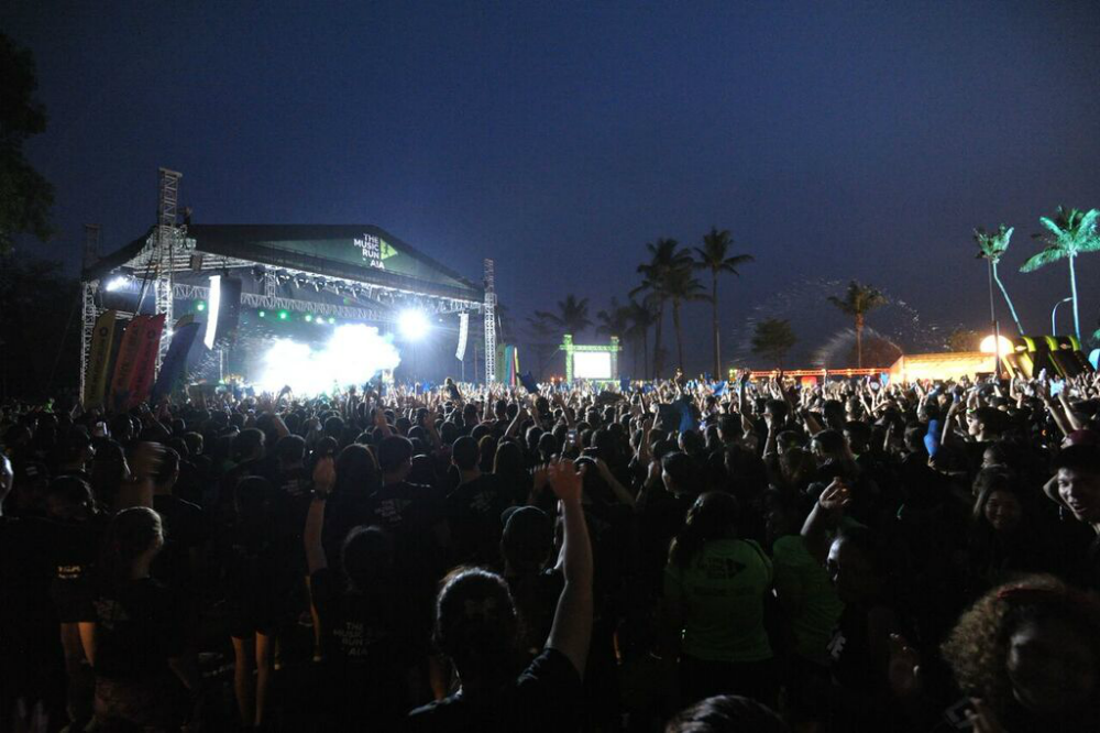 Night falls, but it's too much fun for the runners to leave! [Photo courtesy of THE MUSIC RUN]