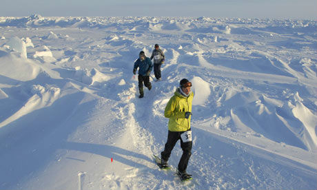 Runners tackling the challenging North Pole Marathon. (image from theguardian.com)