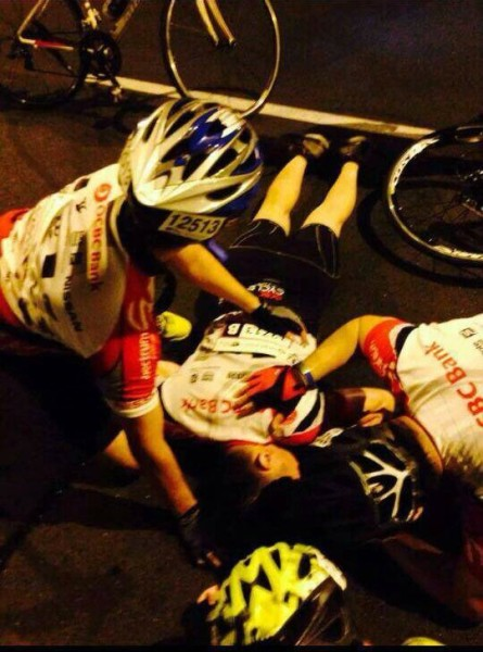 There was a serious accident at OCBC Cycle Singapore 2014. (Image taken from Kelvin Tan, Facebook)