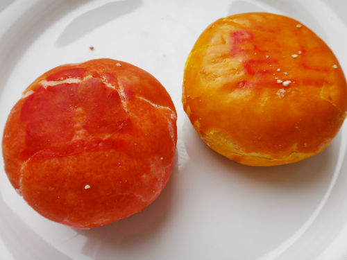 Chinese pastry snacks. (Green bean on the right, lotus on the left).