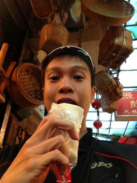 Not missing out the ice cream wrapped in popiah skin at Taiwan! (Image & caption: Alex Ong)