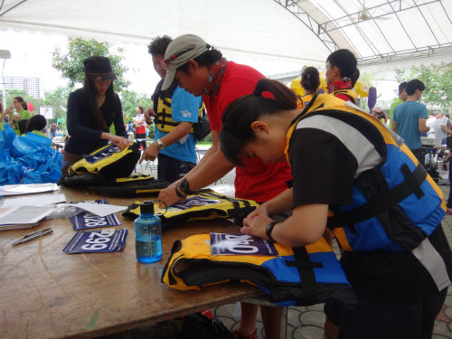 Participants are registering for the race.
