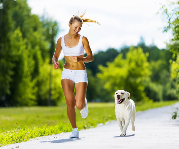 Constantly watch your dog for warning signs that it's over-exerting itself. (Photo: www.girlsgonesporty.com)
