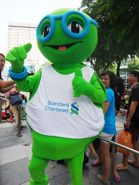 The SCMS mascot entertains the runners while they're waiting.