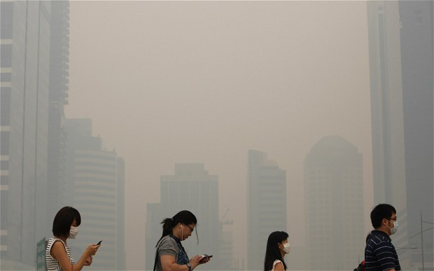 Breathing in smog particles can be dangerous. Photo by The Telegraph.