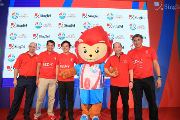 Left to Right: Mr Johan Buse, Vice President of Consumer Marketing, SingTel; Mr Richard Seow, Chairman of Sponsorship and Marketing Advisory Sub-Committee for SINGSOC; Guest-of-Honour Mr Lawrence Wong, Minister for Culture, Community and Youth & Chairman, Steering Committee for SINGSOC; Mr Yuen Kuan Moon, CEO of Consumer Singapore, SingTel; Mr Lim Teck Yin, Chairman of Executive Committee for SINGSOC  (Image: SingTel)