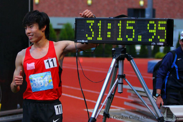 Soh sets a new 10,000m record. (Photo by GCC Photography)