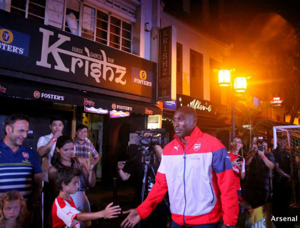 Sol Campbell greets fans. (Image: Arsenal Singapore)