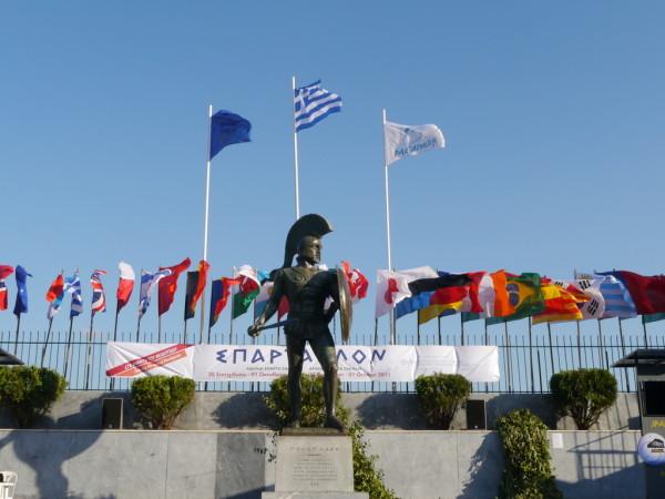 Spartathlon finishing point in front of statue of King Leonidas. Photo: biegizagraniczne.wordpress.com