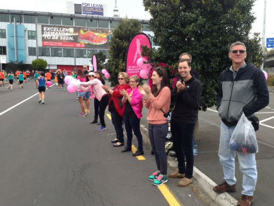 Spectators are lining the streets throughout the run. (Photo from Auckland Marathon).