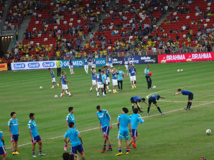 The players train before the game starts.
