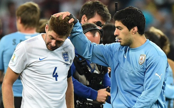 Luis Suarez attempts to console a dejected Steven Gerrard. (Image: AFP/GETTY)